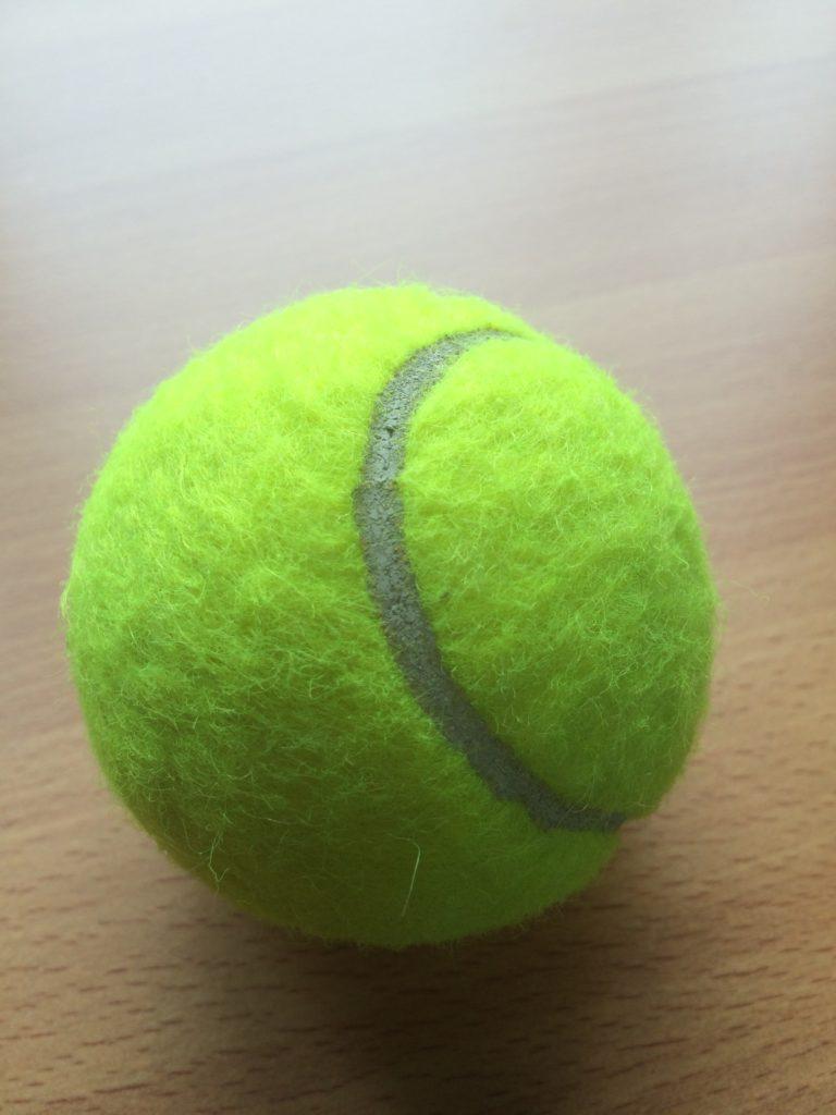 練習後の体のケアはテニスボールでやれば十分!簡単なやり方の説明