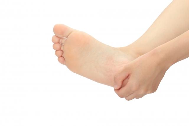 【足裏い人必見!】足底筋膜炎を完治させる3つの方法!再発は予防できます。