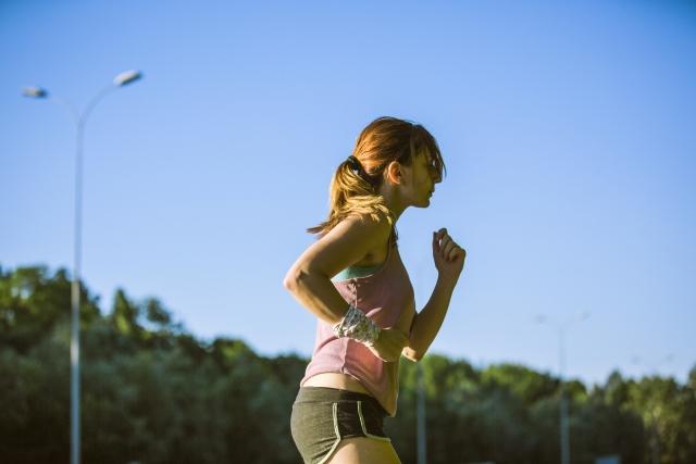 ランニングはどれくらい走れば効果的?【テニスは体力で攻略できます】